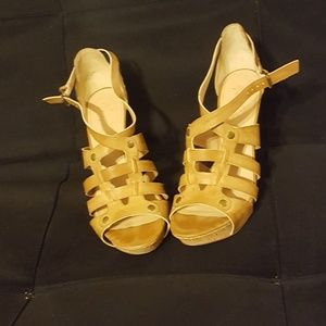 Size 9.5 Marc Fisher tan high heels
